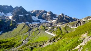 Refuge de la Pierre à Bérard · Alpes, Aiguilles Rouges, Vallon de Bérard, FR · GPS 46°0'15.16'' N 6°52'2.54'' E · Altitude 1951m