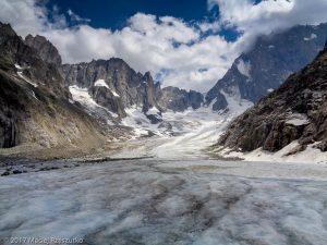 Glacier de Leschaux · Alpes, Massif du Mont-Blanc, Vallée de Chamonix, FR · GPS 45°53'37.67'' N 6°58'28.93'' E · Altitude 2193m