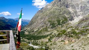 Refuge Elena · Alpes, Massif du Mont-Blanc, IT · GPS 45°53'5.04'' N 7°3'55.55'' E · Altitude 2070m