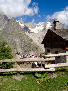 Refuge Bonatti · Alpes, Massif du Mont-Blanc, IT · GPS 45°50'48.16'' N 7°2'0.59'' E · Altitude 1982m