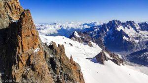 Vallée Blanche depuis la Brèche Chaubert · Alpes, Massif du Mont-Blanc, FR · GPS 45°51'15.11'' N 6°53'35.32'' E · Altitude 4016m