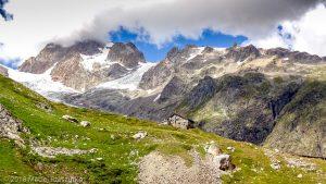 Refuge Elisabeth Soldini · Alpes, Massif du Mont-Blanc, Val Veny, IT · GPS 45°45'52.01'' N 6°50'15.11'' E · Altitude 2151m
