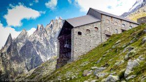 Gare des Glaciers · Alpes, Massif du Mont-Blanc, Vallée de Chamonix, FR · GPS 45°53'16.24'' N 6°52'23.73'' E · Altitude 2393m