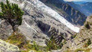 """""""Vue sur le Glaciers des Bossons dans la descente de la Gare des """" · Alpes, Massif du Mont-Blanc, Vallée de Chamonix, FR · GPS 45°53'23.59'' N 6°52'20.39'' E · Altitude 2295m"""