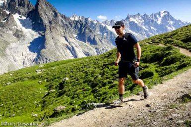 Sentier en balcon du Val Vény italien, sur le tracé de la TDS, versant sud du massif du Mont-Blanc derrière · Alpes, Massif du Mont-Blanc, Val Vény, IT · GPS 45°46'17.69'' N 6°54'0.75'' E · Altitude 2325m