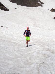 Descente du Mont Buet 3096m au début de la saison · Alpes, Aiguilles Rouges, FR · GPS 46°0'38.99'' N 6°51'20.41'' E · Altitude 2449m