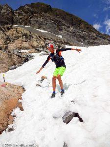 Descente du Mont Buet 3096m au début de la saison · Alpes, Aiguilles Rouges, FR · GPS 46°0'28.86'' N 6°51'24.79'' E · Altitude 2397m
