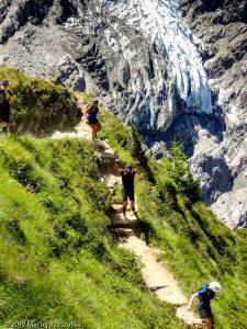 Descente de la Jonction, glacier du Taconnaz derrière · Alpes, Massif du Mont-Blanc, Vallée de Chamonix, FR · GPS 45°52'58.63'' N 6°51'12.55'' E · Altitude 2156m