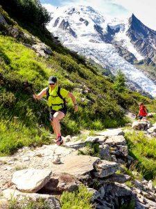 Montée au Plan de l'Aiguille du Midi, glacier des Bossons derrière · Alpes, Massif du Mont-Blanc, Vallée de Chamonix, FR · GPS 45°54'15.17'' N 6°52'50.94'' E · Altitude 2093m
