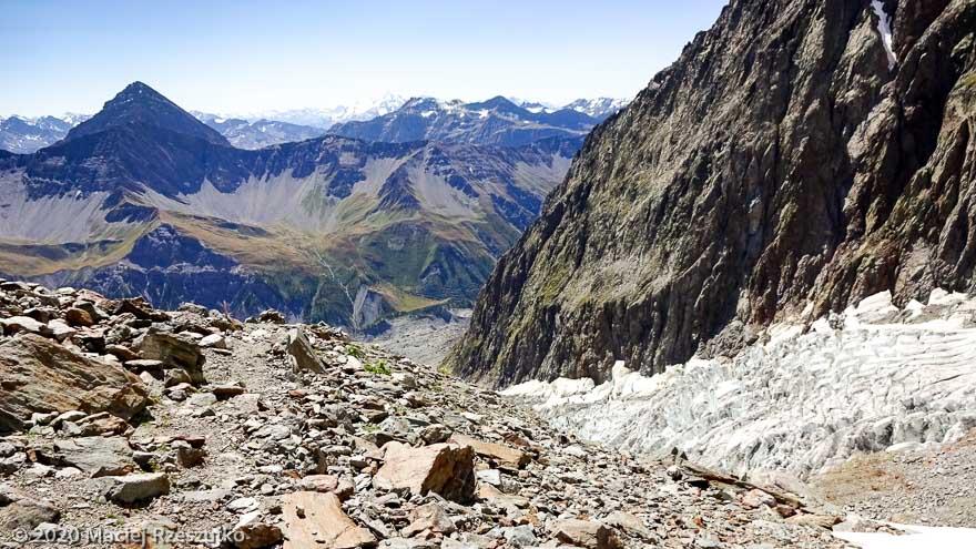 Refuge Monzino et Glacier du Brouillard · Alpes, Massif du Mont-Blanc, Val Veny, FR · GPS 45°48'26.54'' N 6°52'35.67'' E · Altitude 2925m